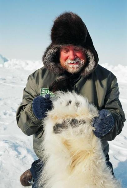USFWS Biologist Mike Lockhart displays the size of an adult male polar bear forepaw ©Mike Lockhart